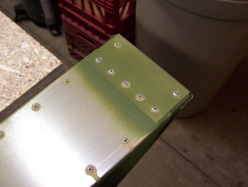 Using primer on the rivets