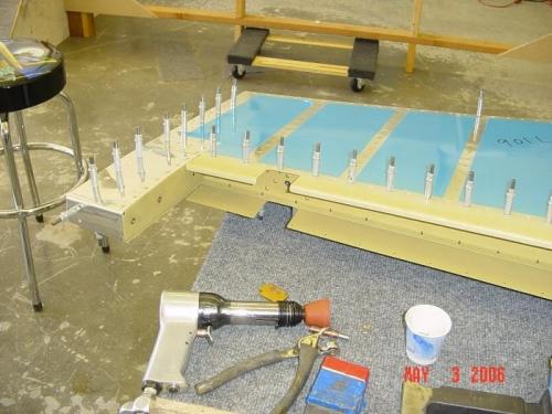 Setting rivets