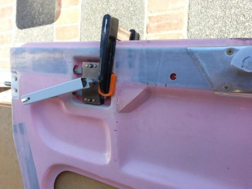 Door pin rail hidden