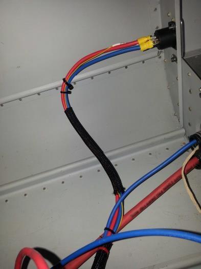 Ground power connector