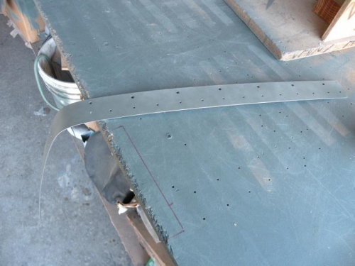Priming the right wing joint plate