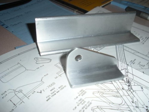 Flap motor mounting bracket