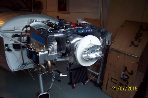 Aft propeller hub secured to the prop flange via 2 locking bolts.