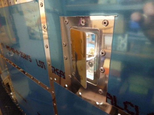 right vent door assembly