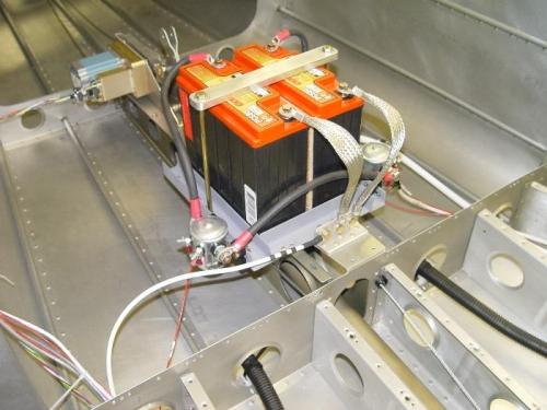dual battery with autopilot servo and pushrod