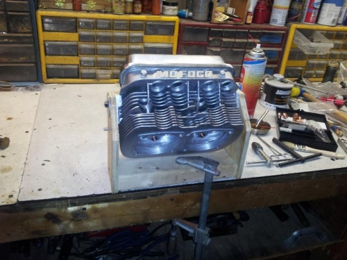 head jug for bottom plugs