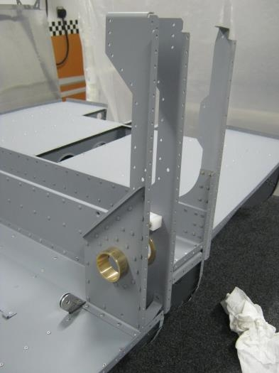 Rivet the F1204CL-R forward bulkhead side assys to the right seat floor ass