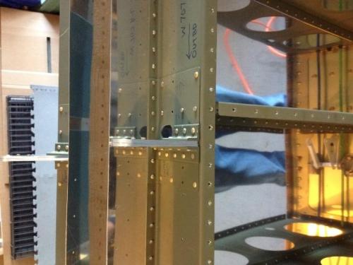 Inboard aileron hinge