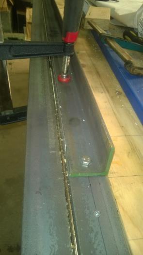 Folding the reinforcing bracket
