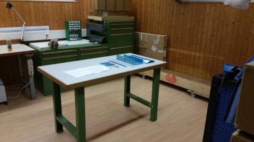 Main construction table with walkaround option