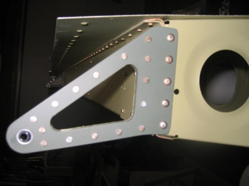 Right wing aileron bracket