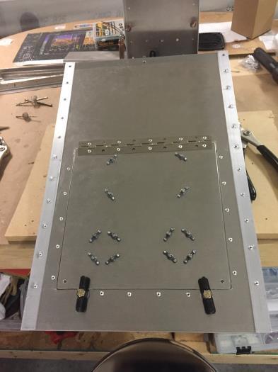 Knobs to secure fuse block door
