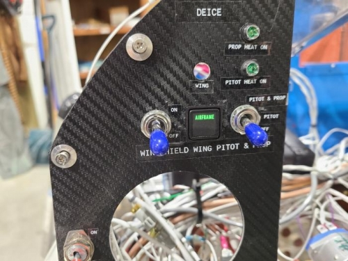 New lighted wing deice switch with