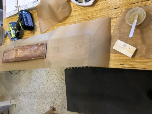 Applying glue to splice block