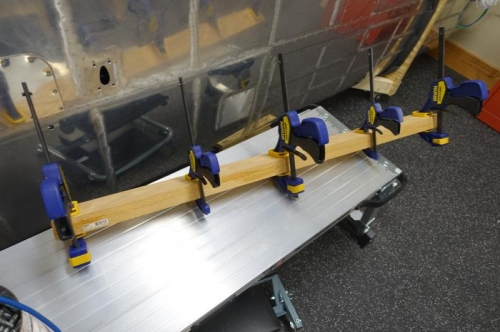Gluing the clamping block