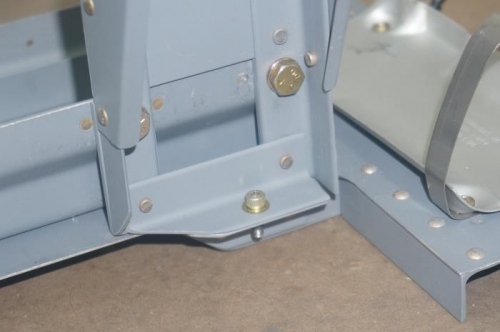 Lower support for e-bus fuse block holder