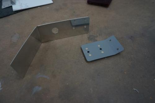 One piece main ELT antenna support bracket and attach flange