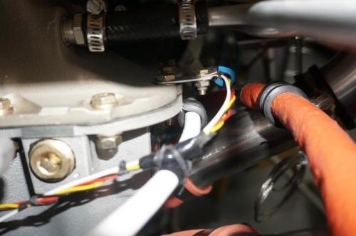 Fuel flow sensor wires