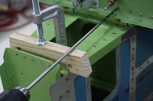 Drilling jig to stay perpendicular