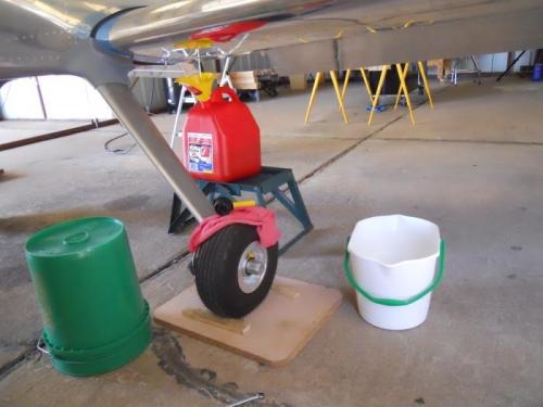 De-fueling left tank.