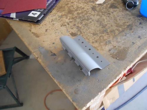 Shot primer on oil door hinge