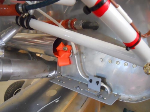 Fuel pump overflow line-zip tied & safety wired