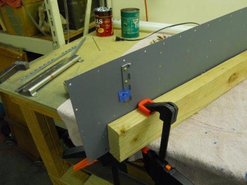 Finishing hinge on right floor panel