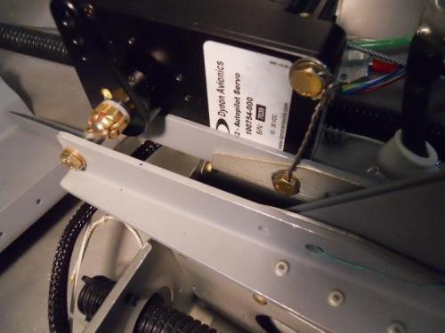 Servo front mount bolt saftied