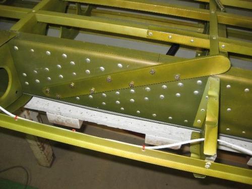 Main spar strut attach strap installed.