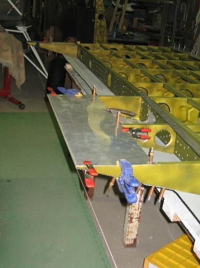 Clamping & drilling trailing edge