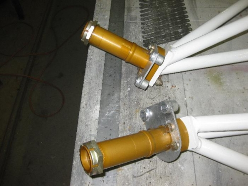 Axles mounted to the  undercariage legs
